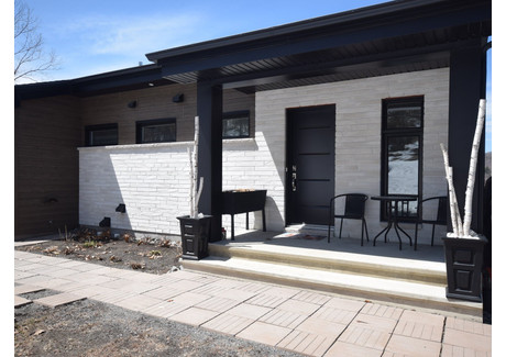 Dom na sprzedaż - 403 305e Avenue, Saint-Hippolyte, QC J8A2W4, CA Saint-Hippolyte, Kanada, 140 m², 549 000 CAD (1 570 140 PLN), NET-57701297